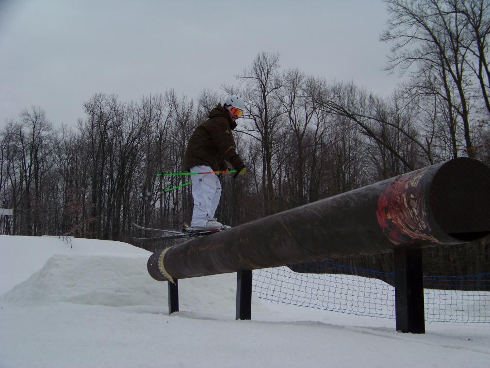 Hittin the blunt rail at snowtrails