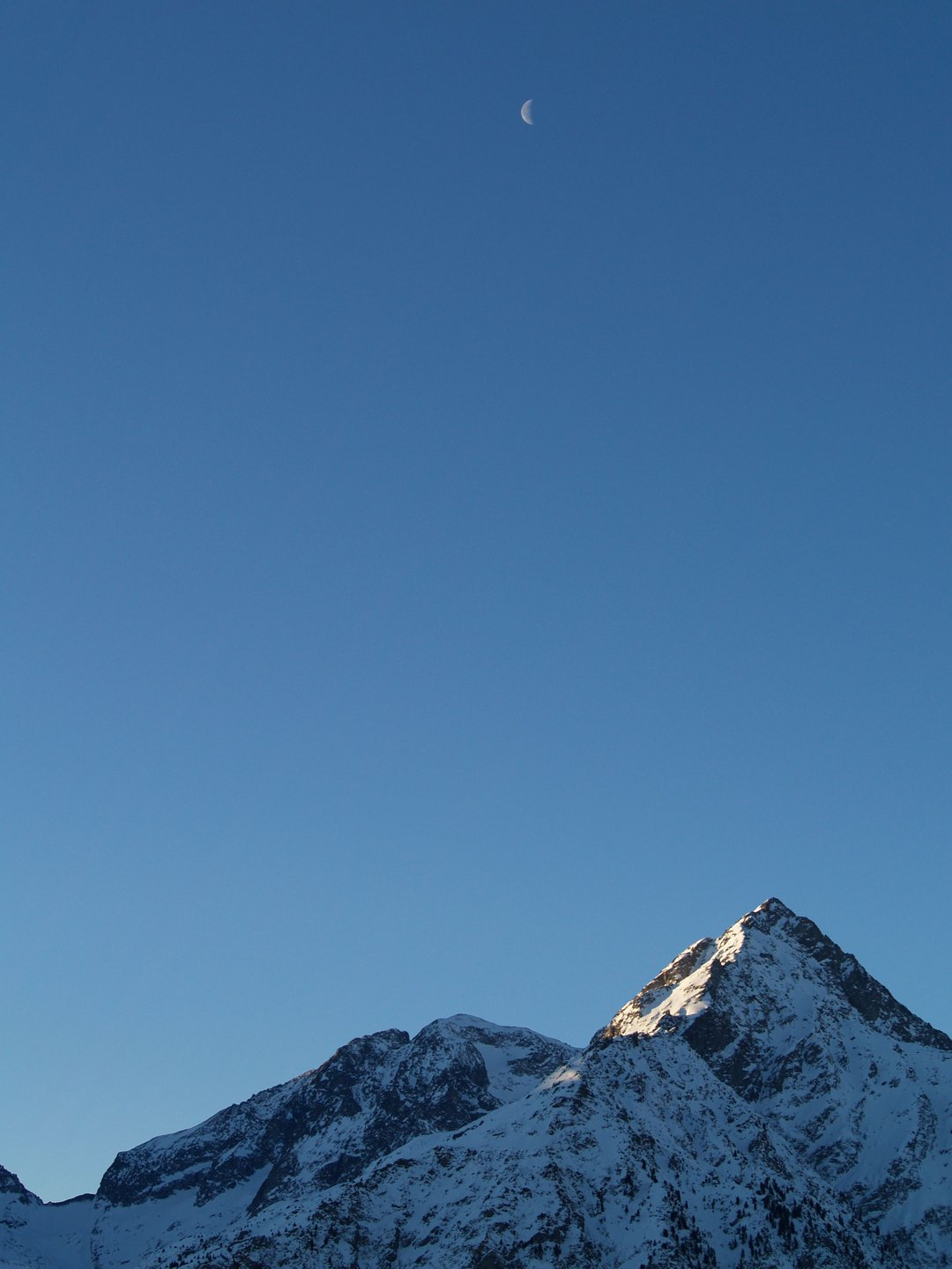 Les Deux Alpes and the Moon