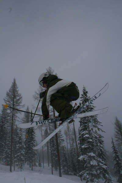 Crossing skis