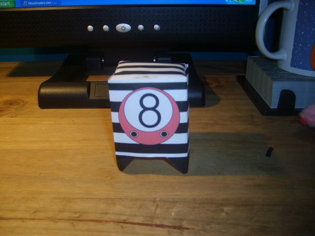 8 Ball Prisoner 46810 Paper Toy