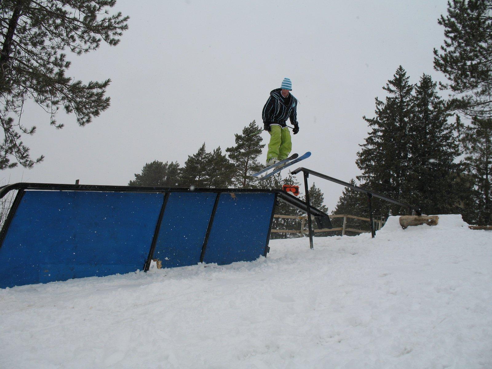 Up rail to down box