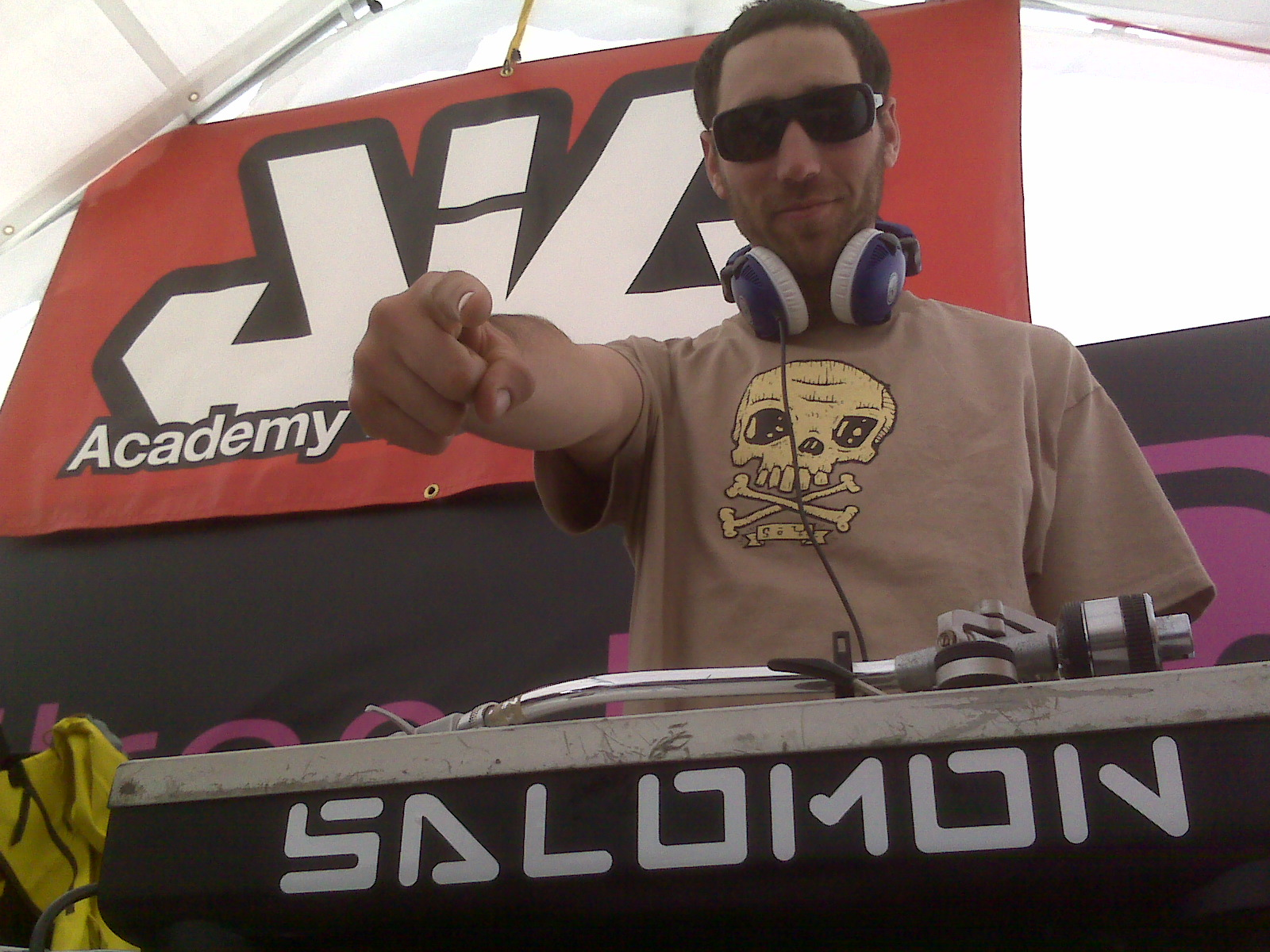 DJ Dakota spiiinning tracks at Momentum