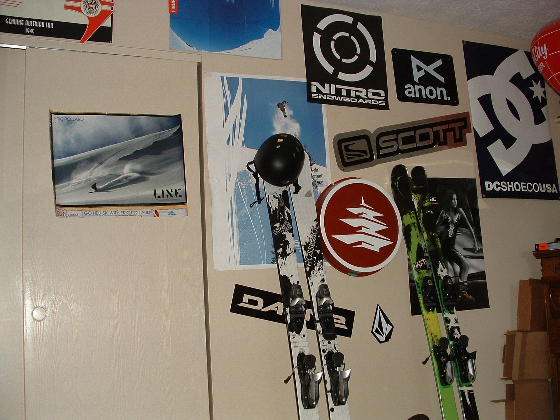 Skis and posters