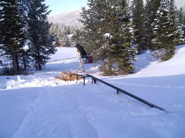 Up rail-flat box-picnic table 1