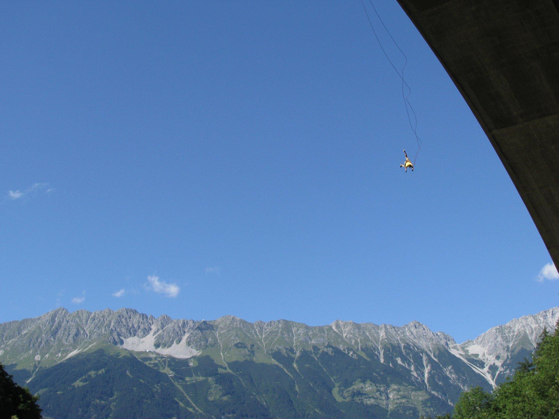 Again bridgejumping