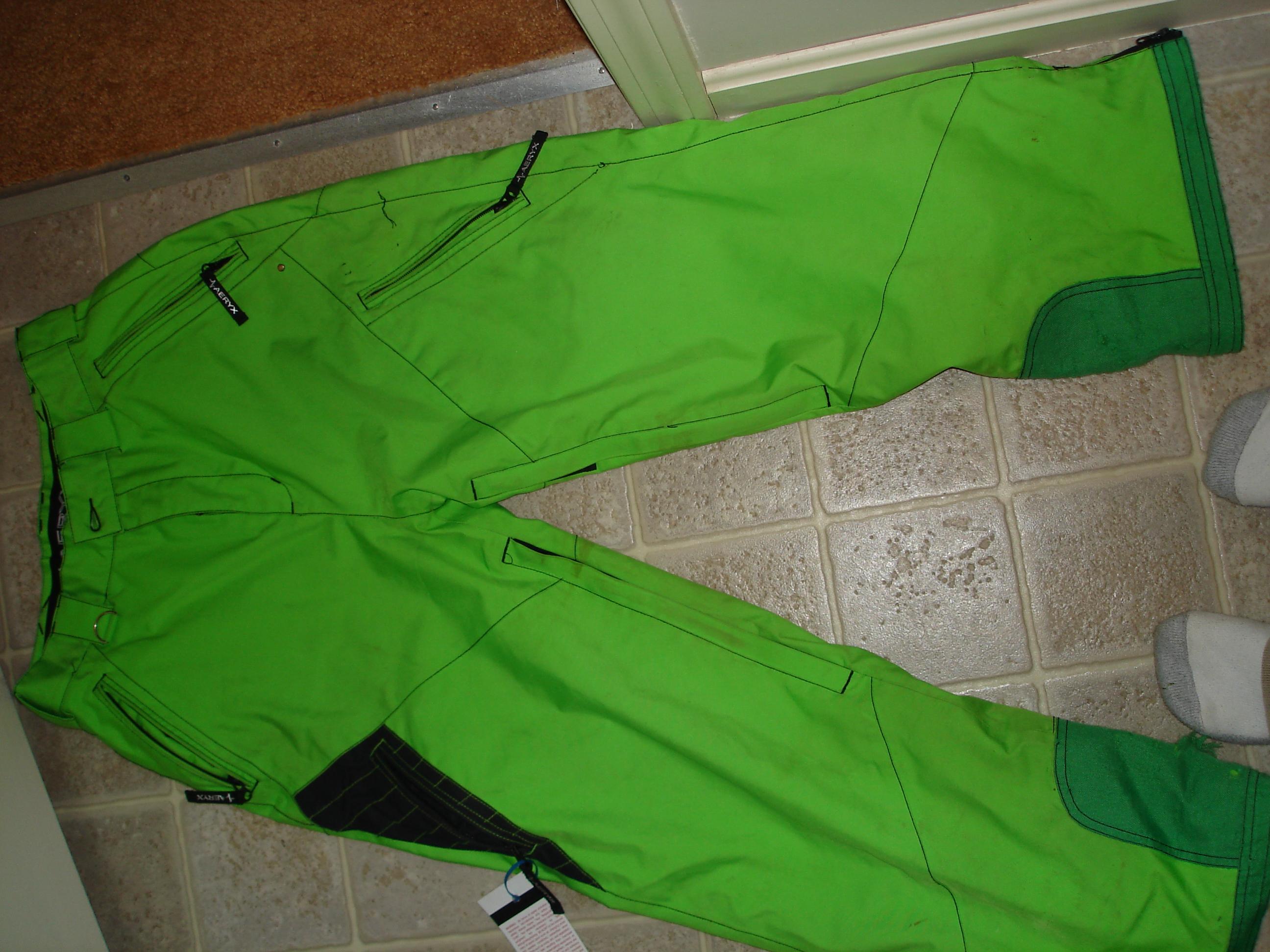 The green pants (aeryx small)