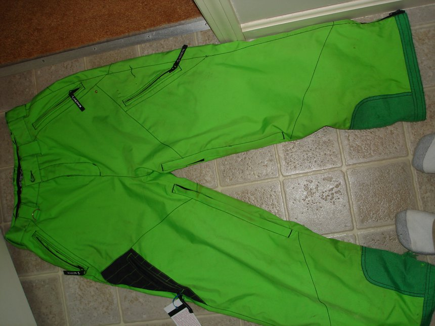 The green pants (aeryx small)