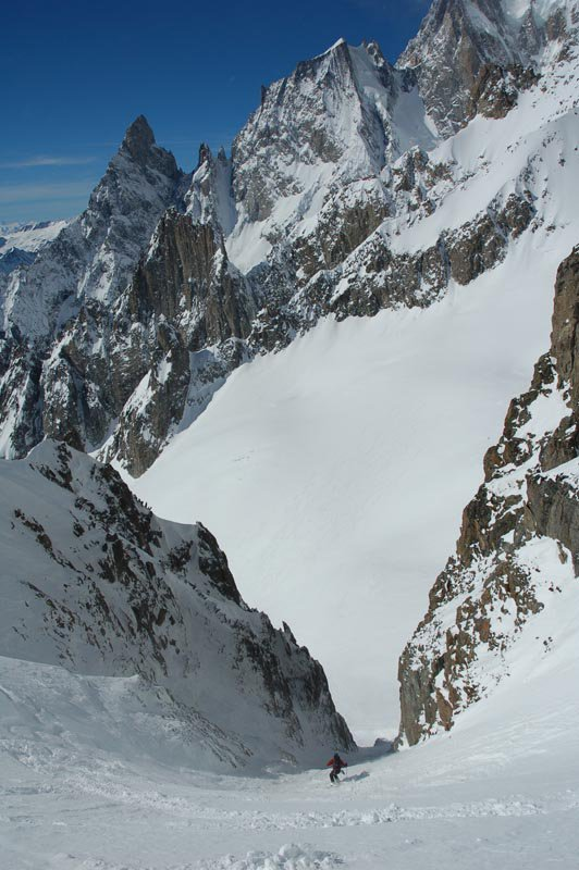 Sweet couloir on the italian side