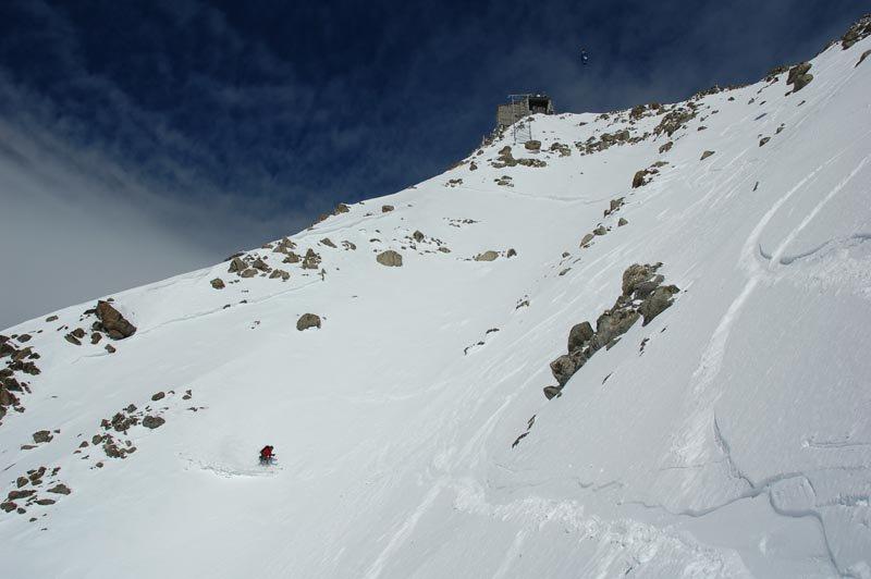 Skiing down from the Torino hut