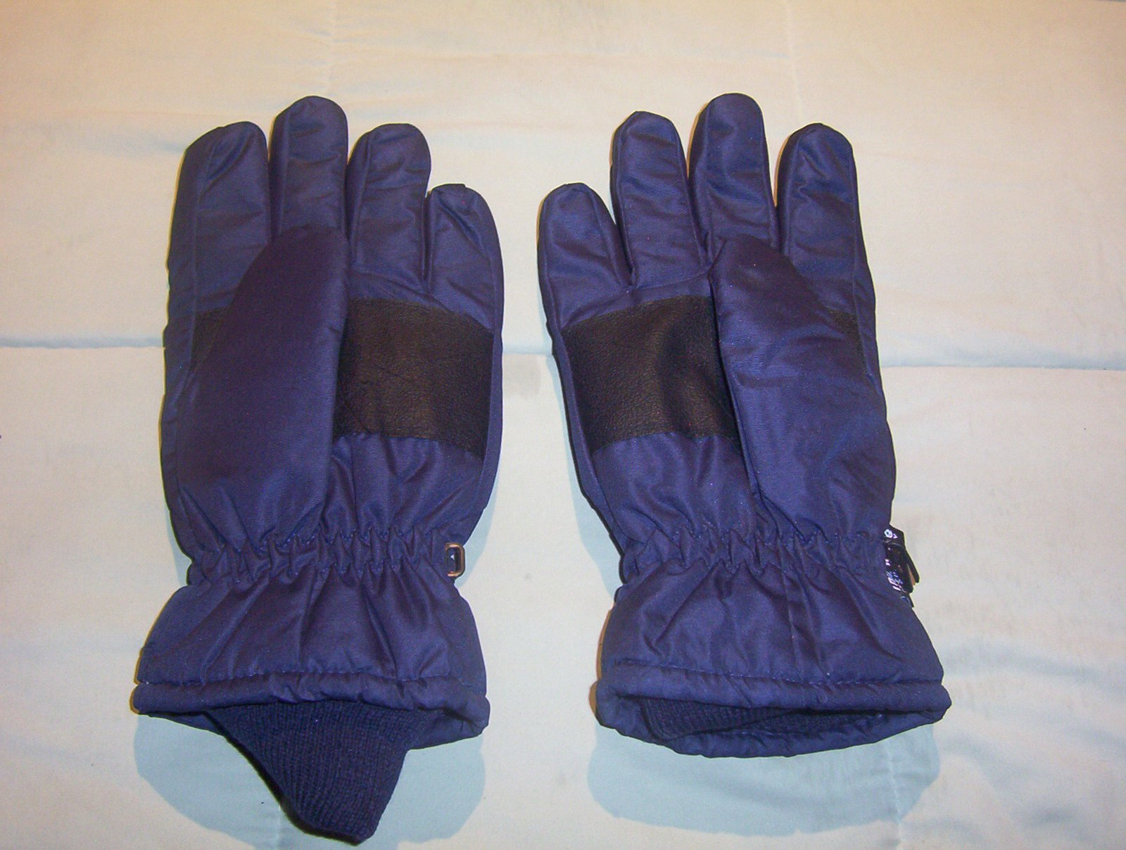 Navy gloves 2
