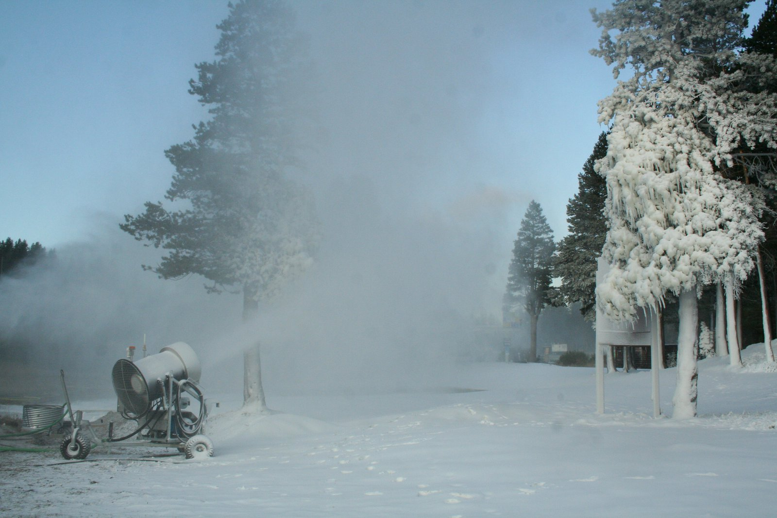 1st snowmaking in Tahoe 2008