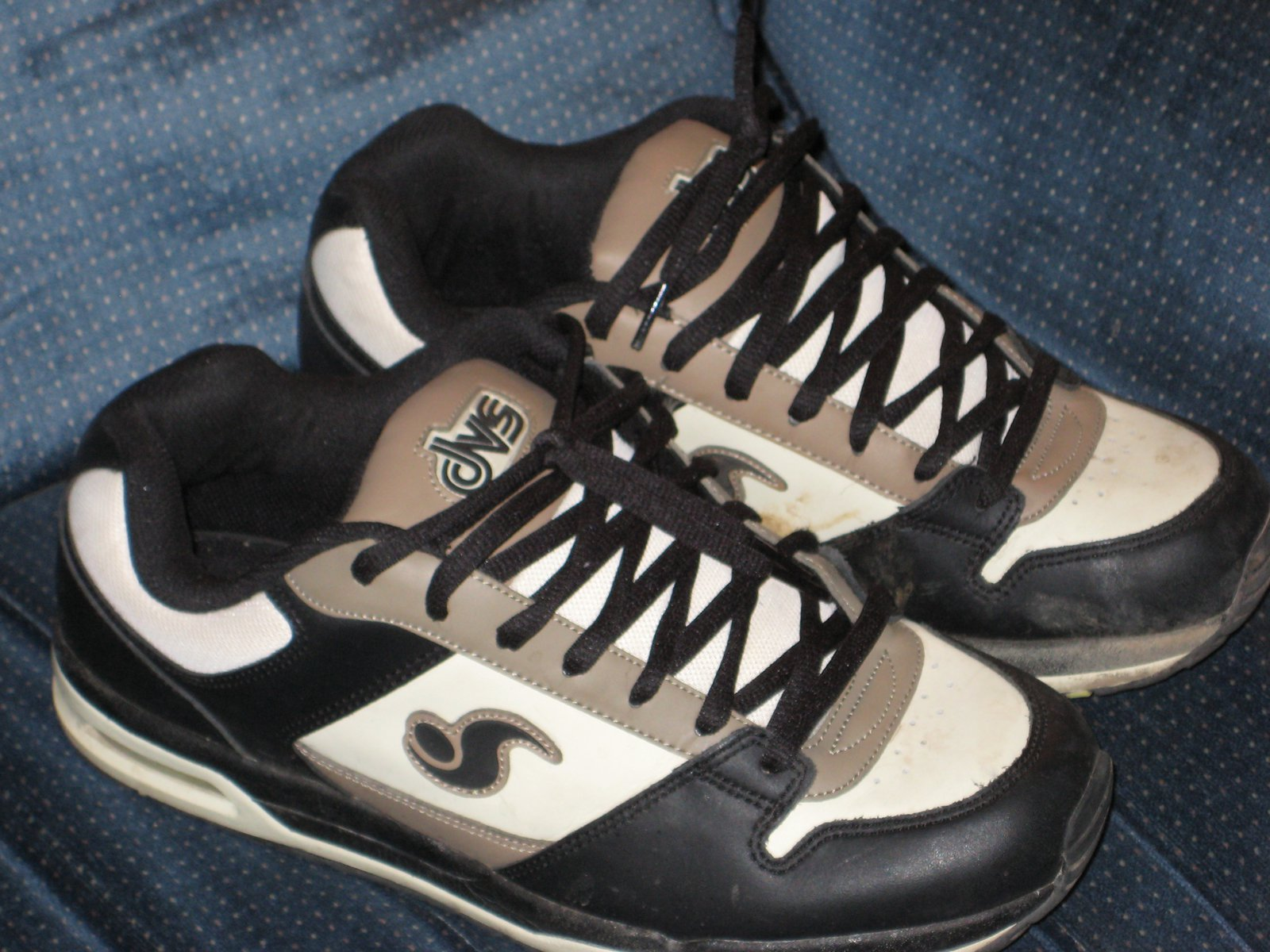 DVS shoes Size 11