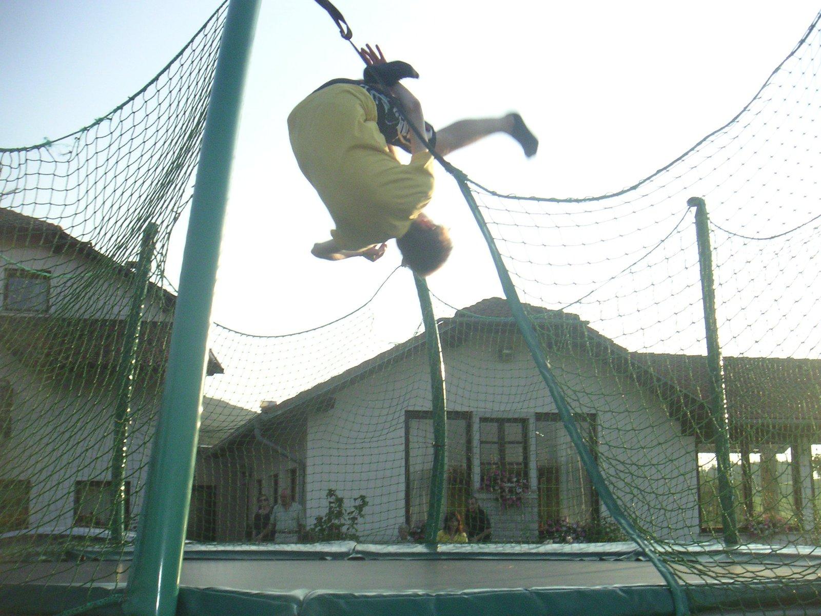 Trampoline Liu-Kang Backflip
