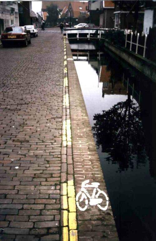 Narrowest bike path in Amsterdam