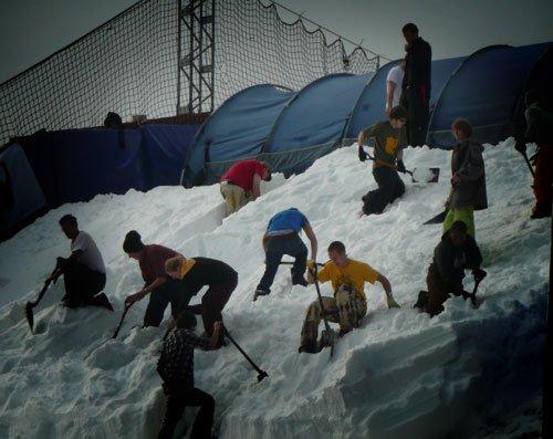 Shovelling the Kicker at London Freeze 08