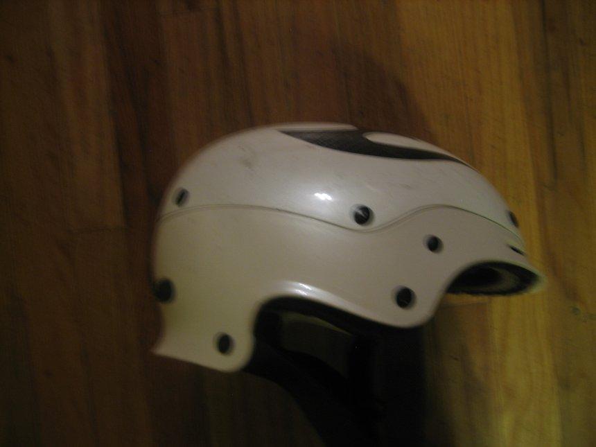 Tom helmet