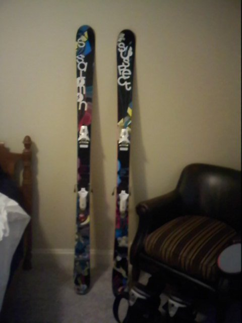 Dopeist skis on earth