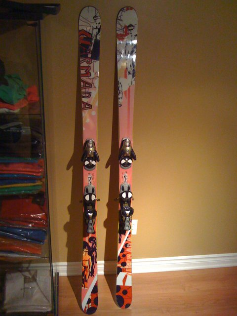 Anybody know these skis?