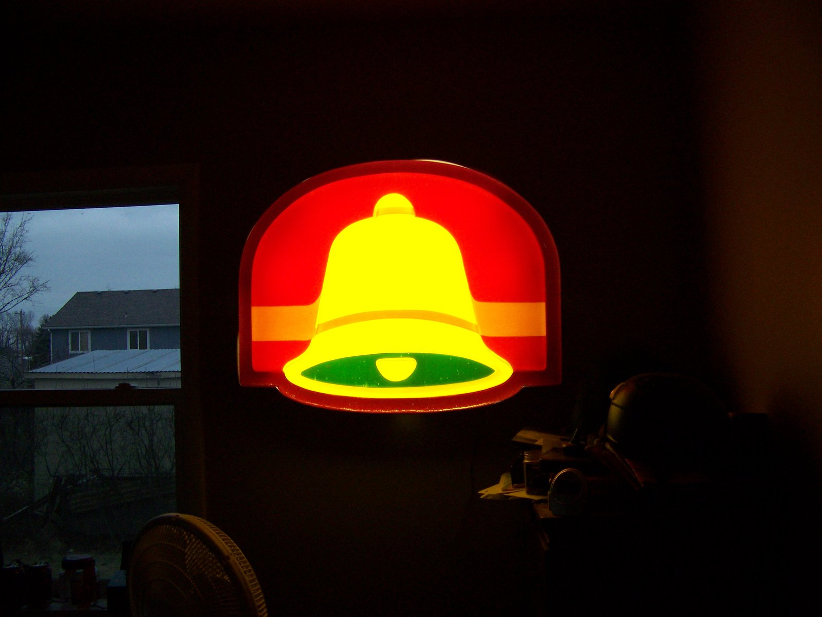 Lit taco bell sign