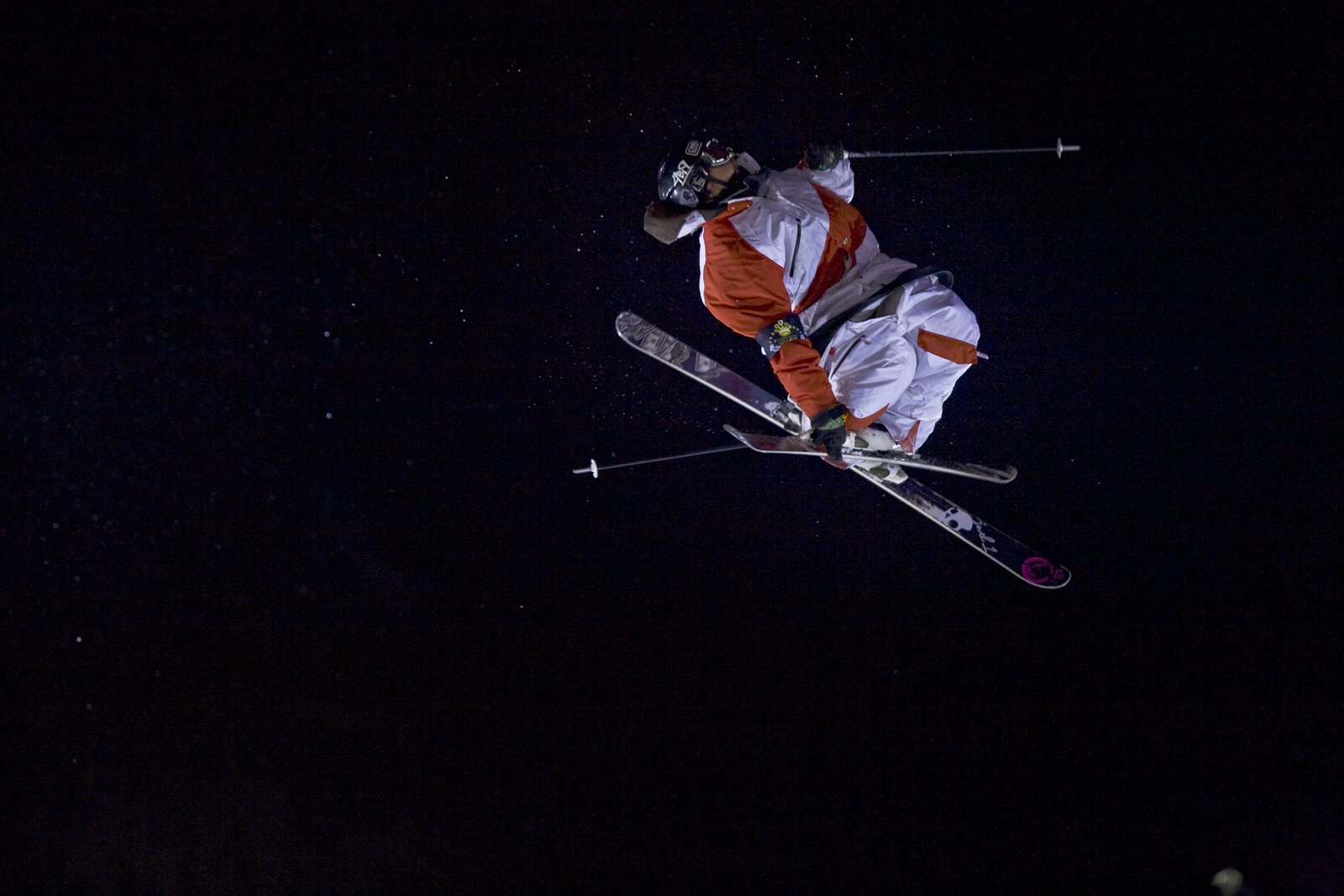 Henrik Harlaut takes a spin in the Swedish airspace