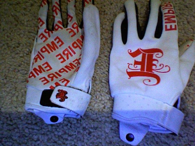 Empire gloves