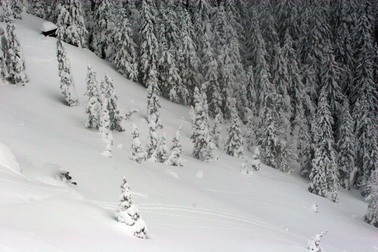 Snowboard turn far
