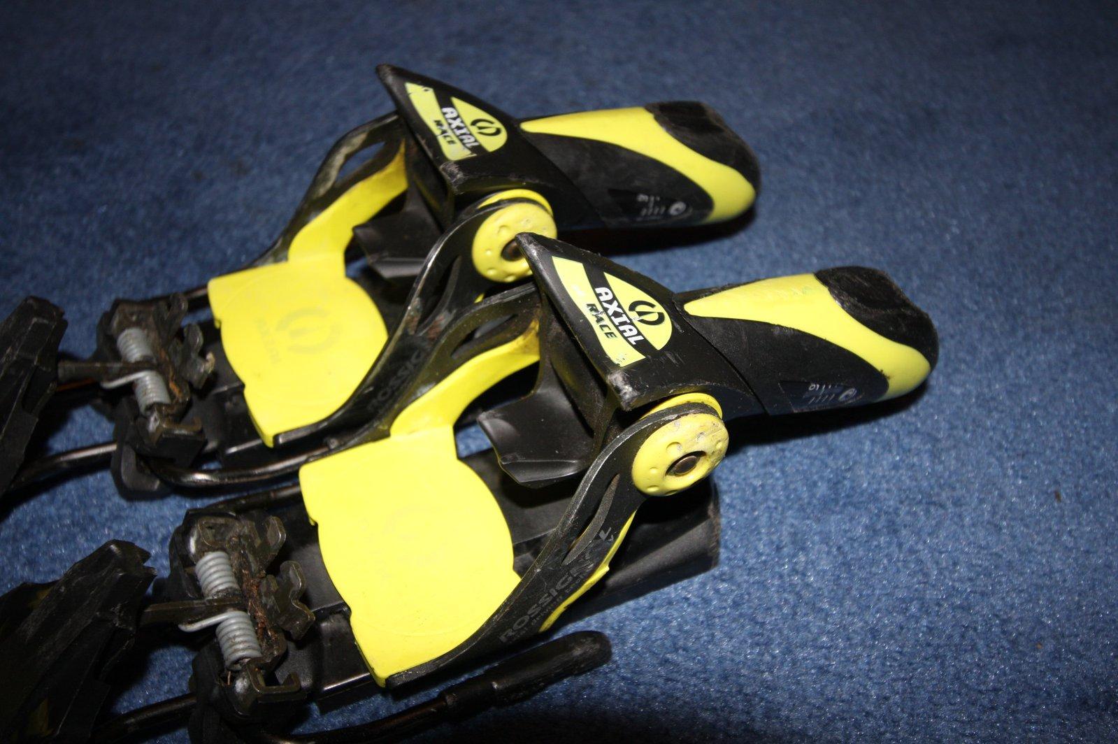 Axial heel pieces