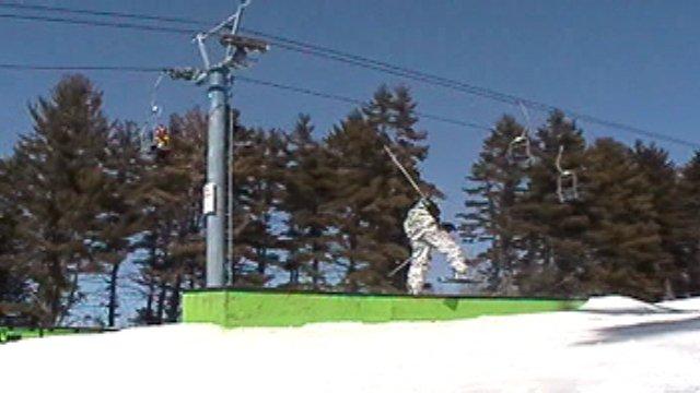 One ski