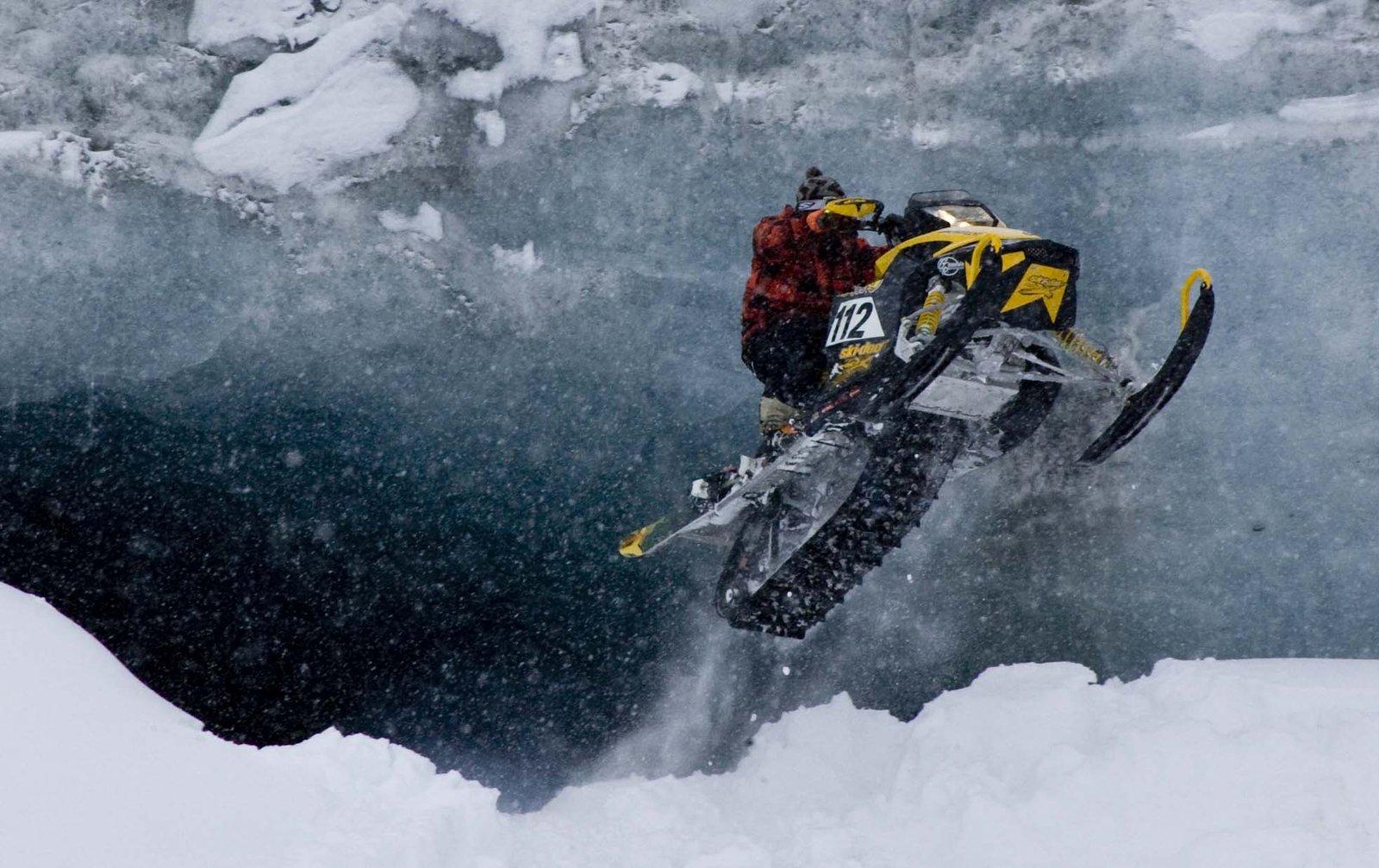 Ski dooing