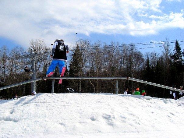 Rail trapeze