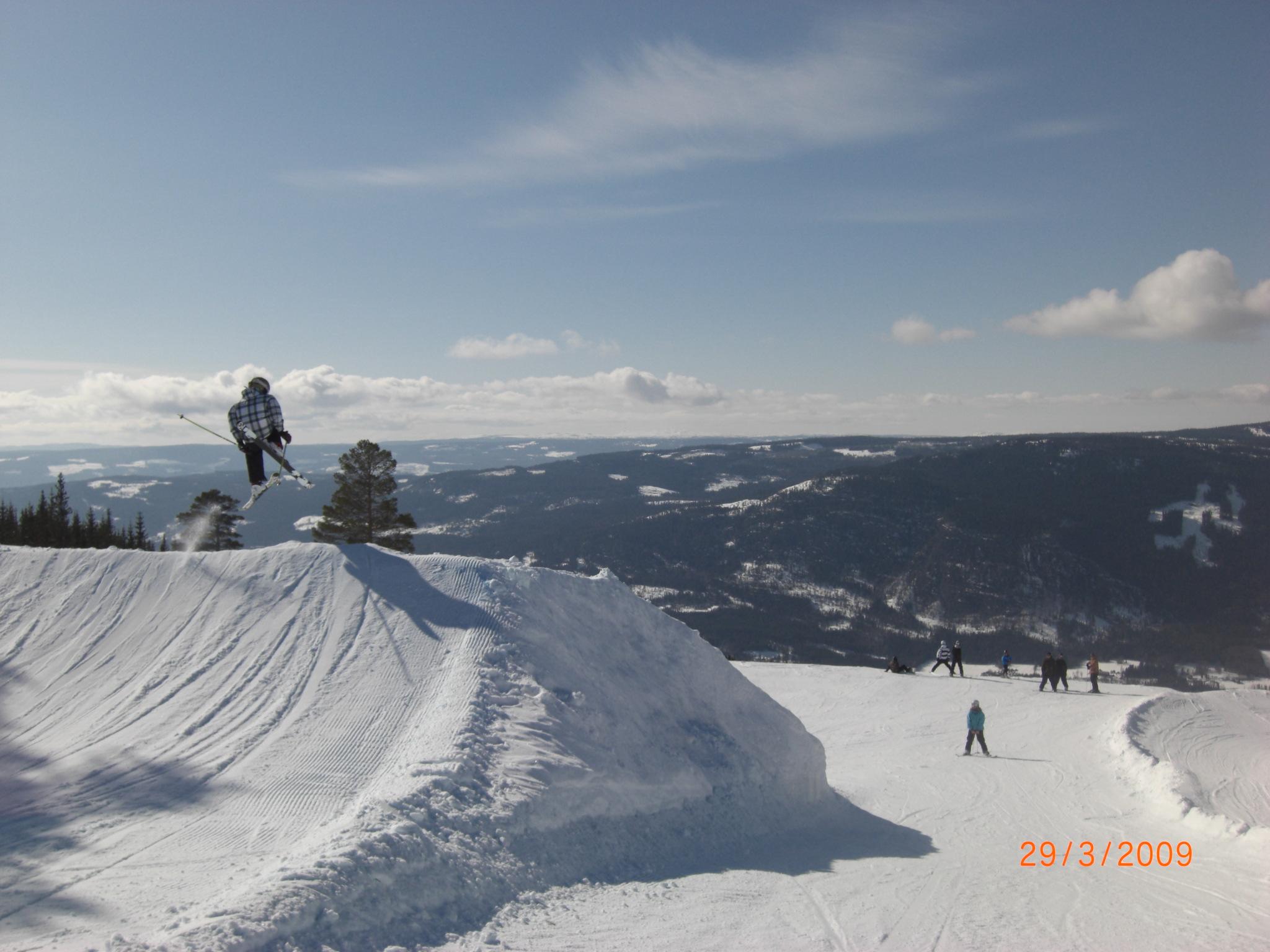 Skiing in Hafjell