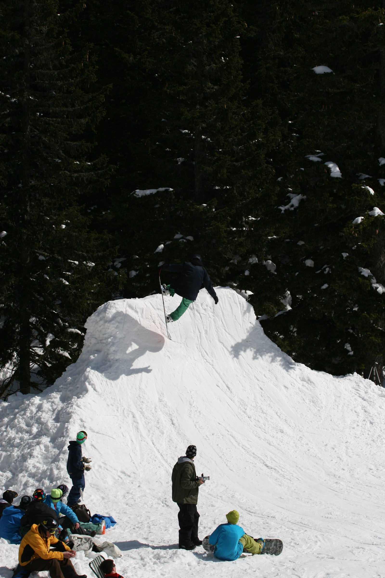 Snowboard tipstand