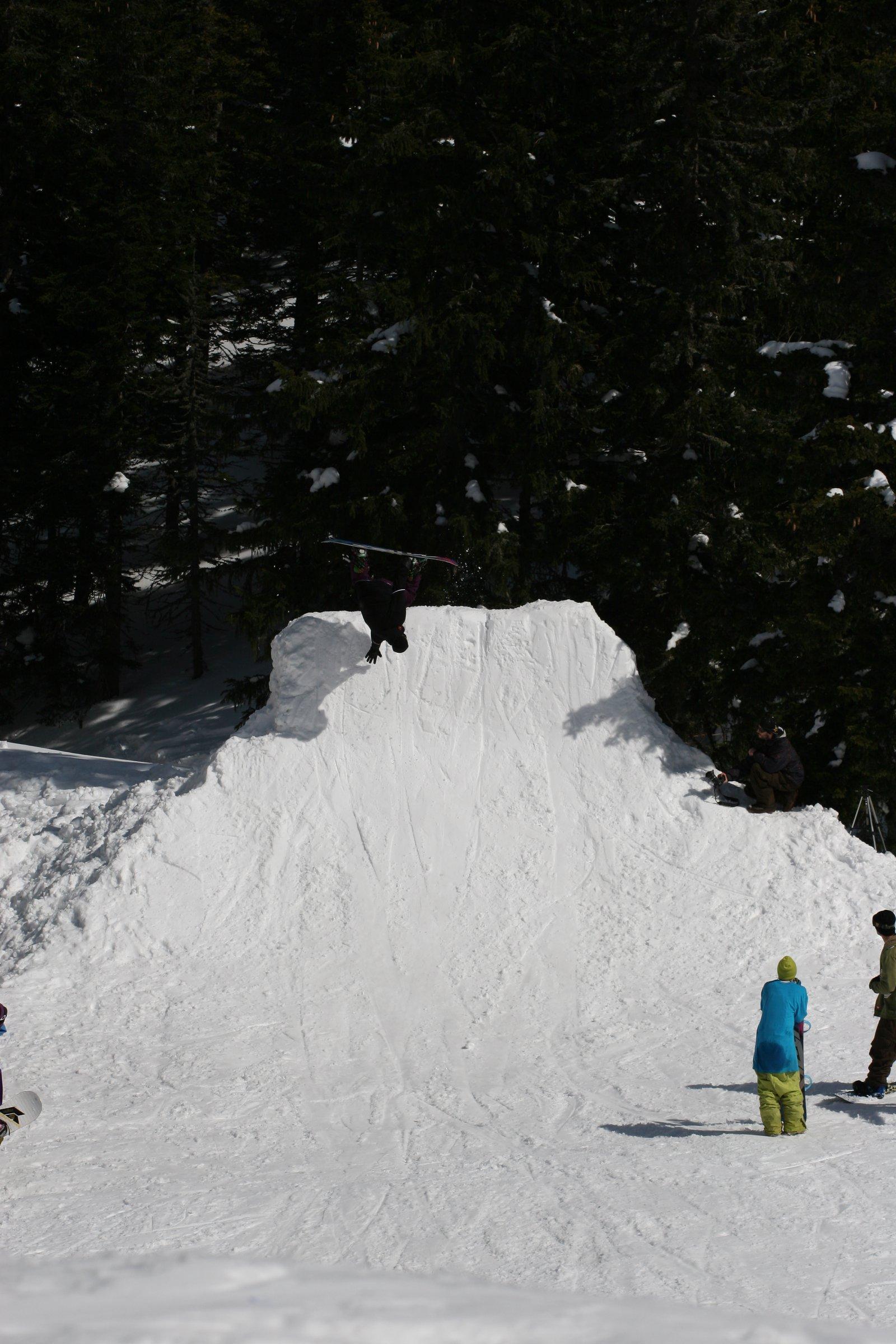 Snowboard handplant