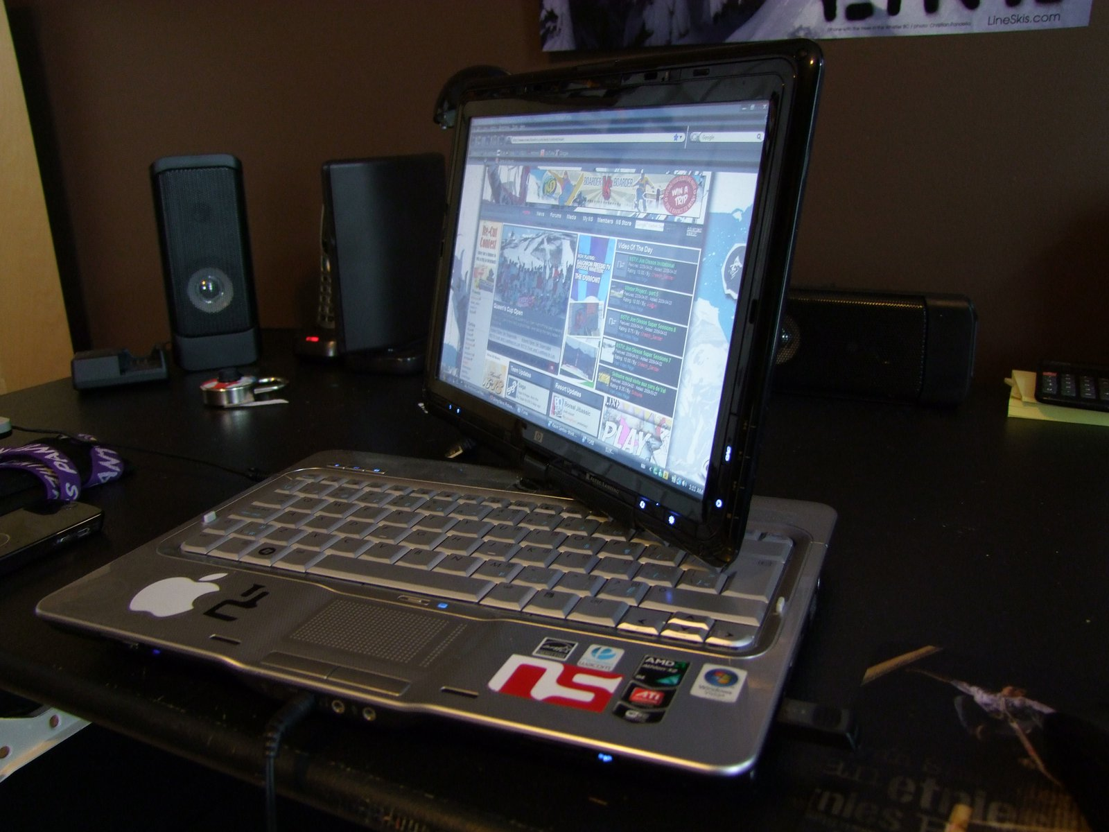 Laptop and desk for forum - 4 of 4