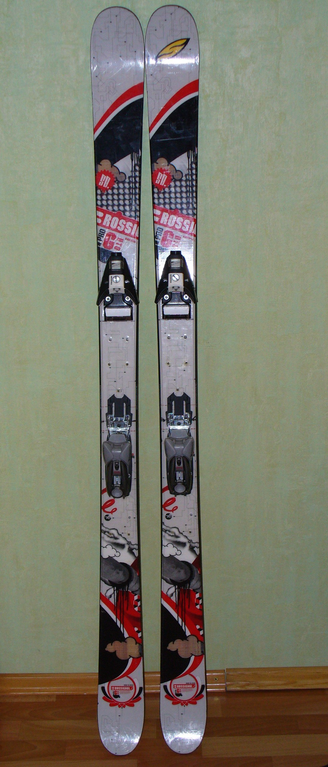 My very-old ski
