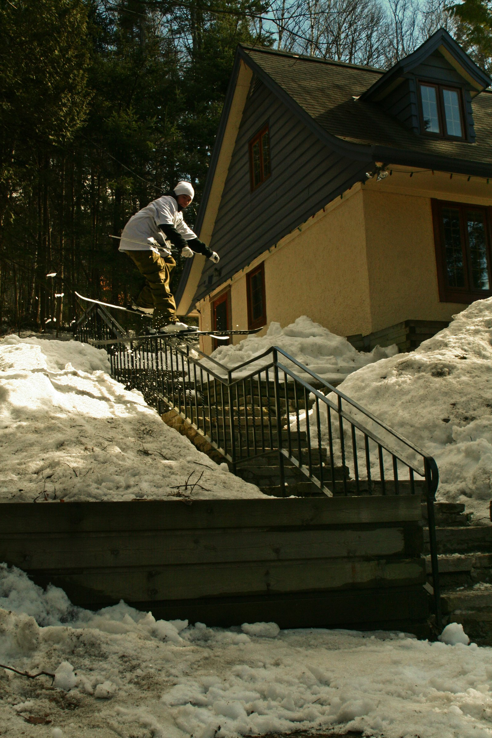 Vincent Gignac on sketchy hand rail