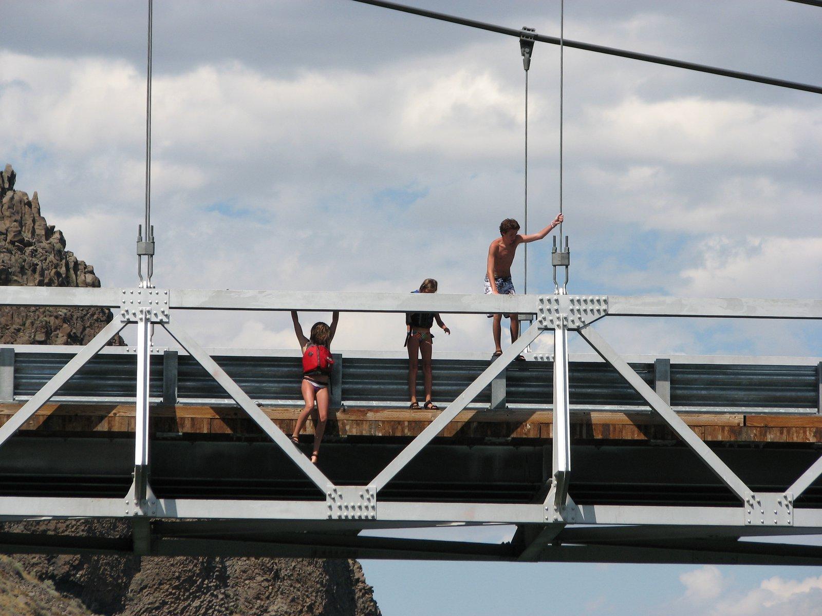 Bridge jumpin sonn!!!!