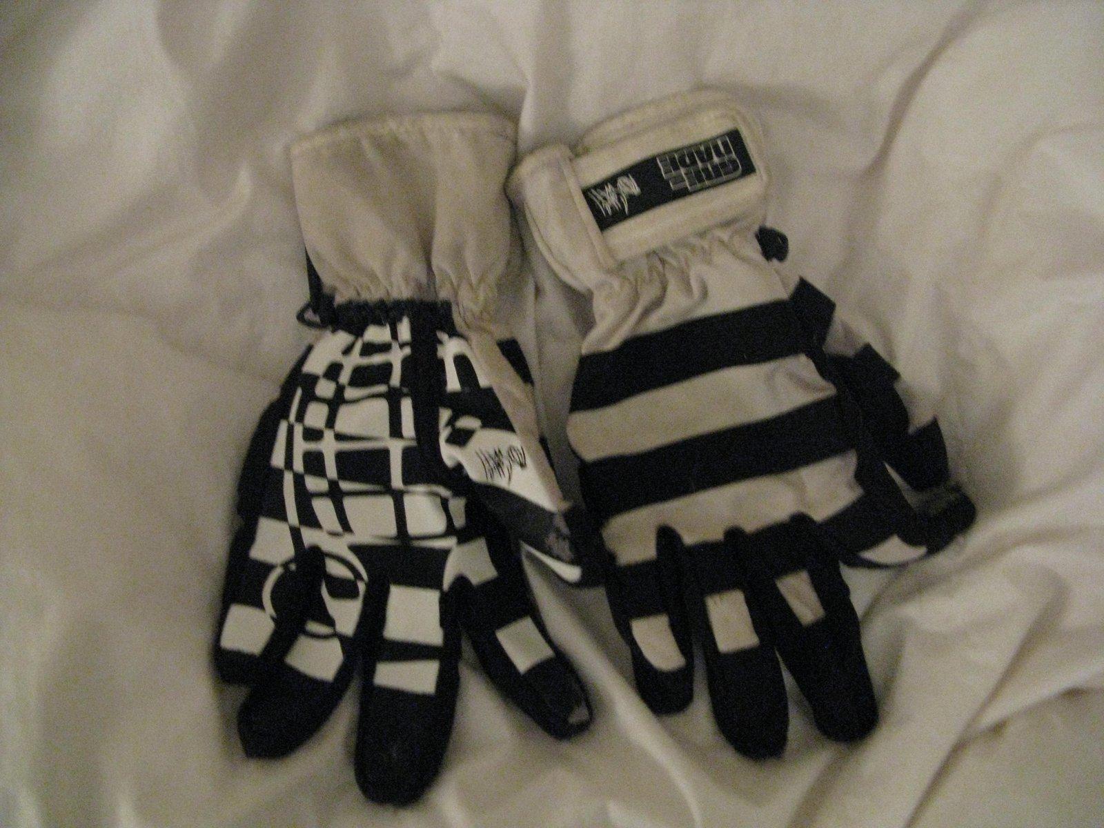 Grenade gloves 2