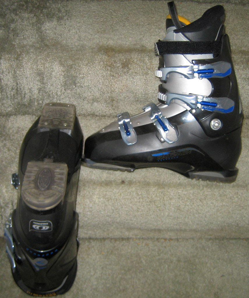 Size 30 Salomon Performan 7 for sale