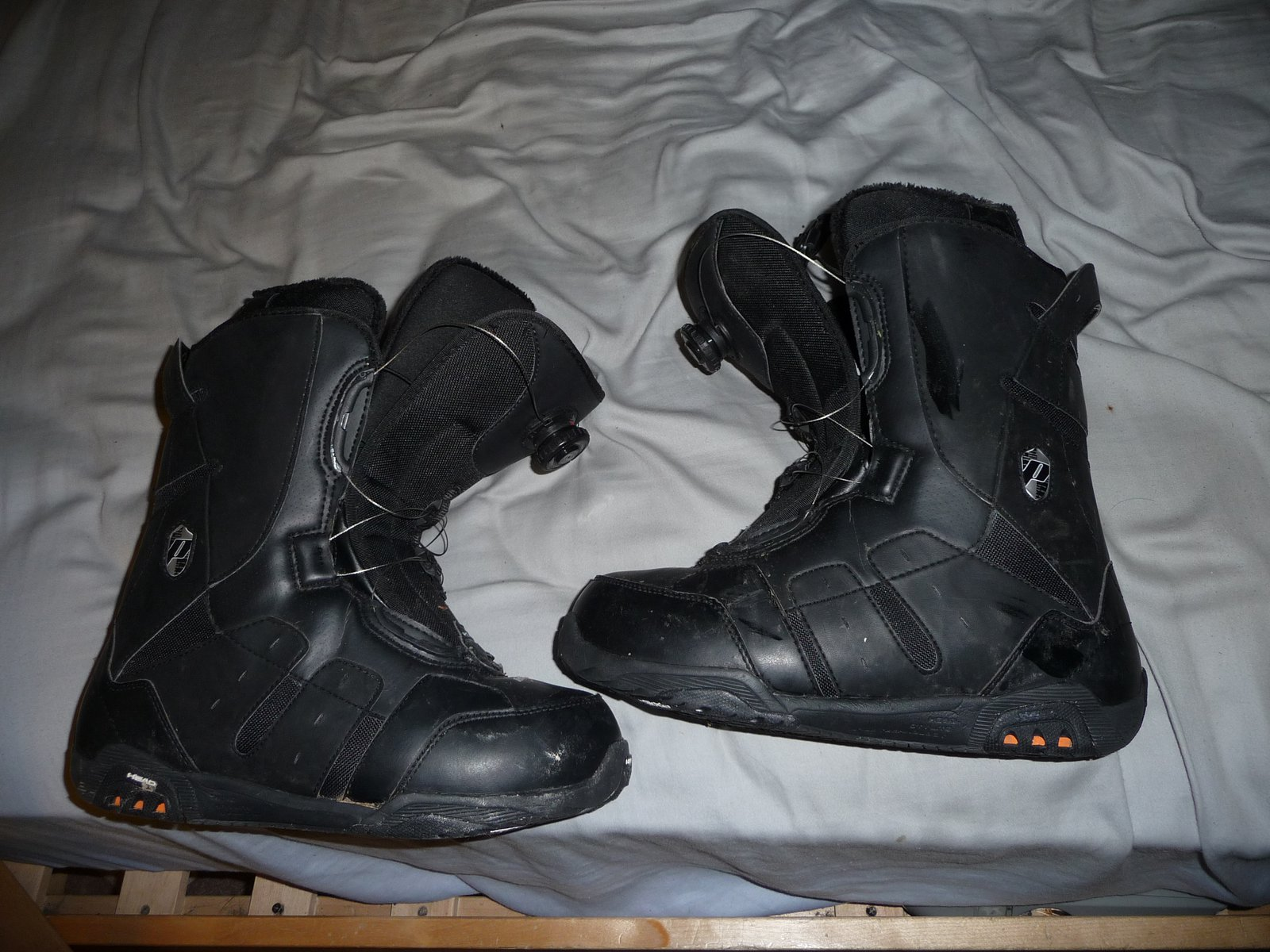Head boa boots