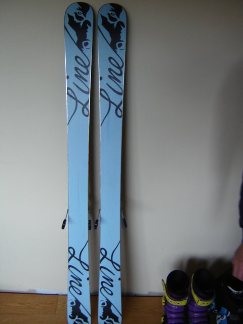 Skis - 1 of 9