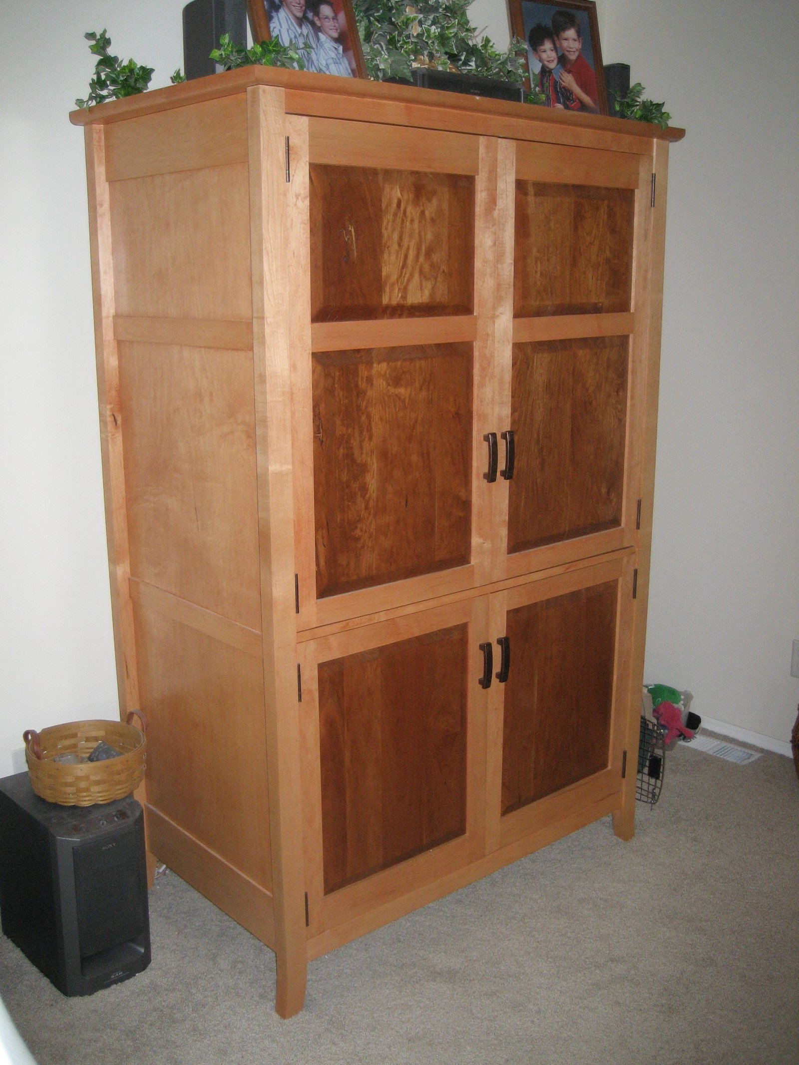 Armoir/Entertainment Center