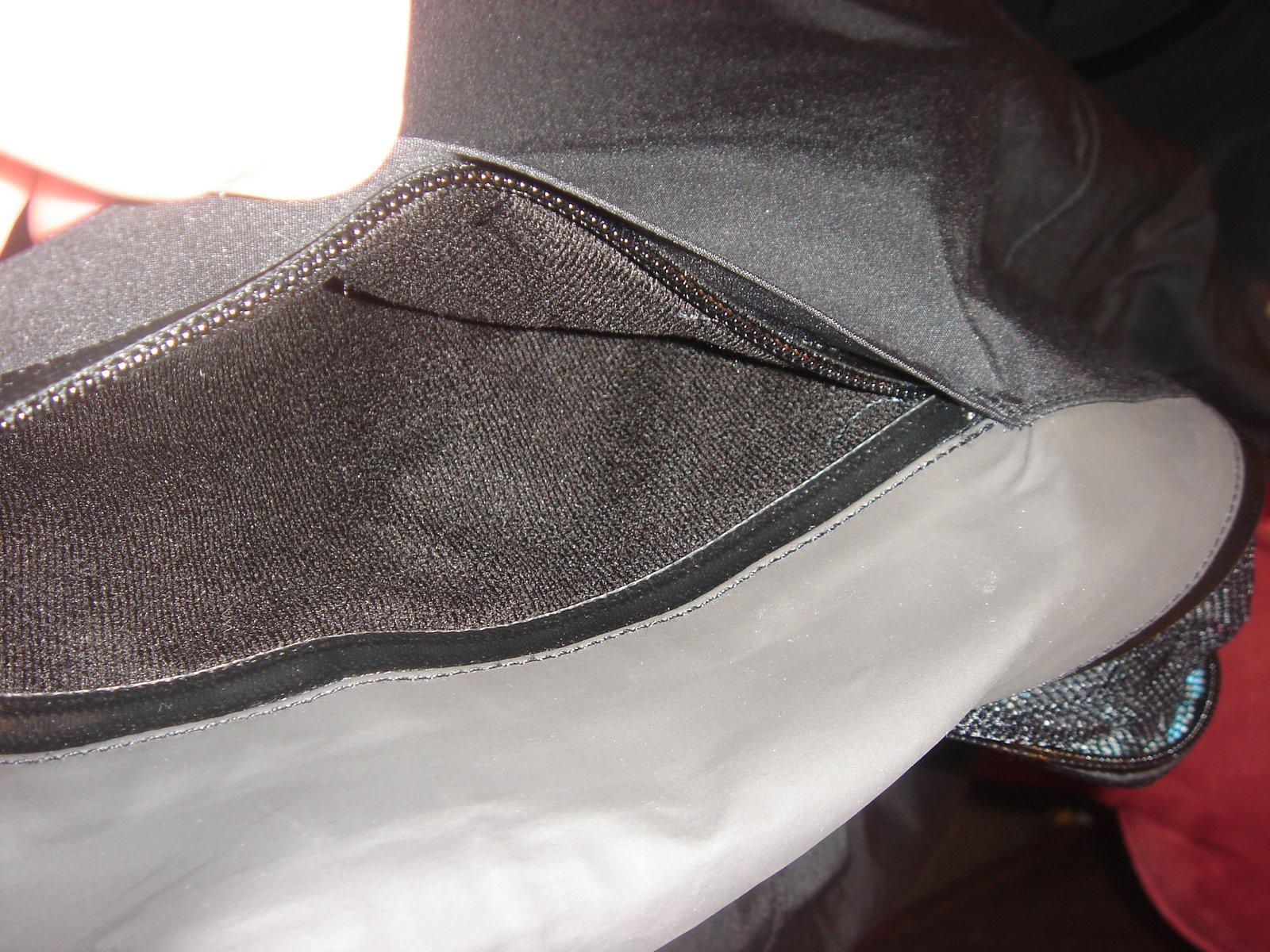 Hand pocker seam sealed w/ fleece inside