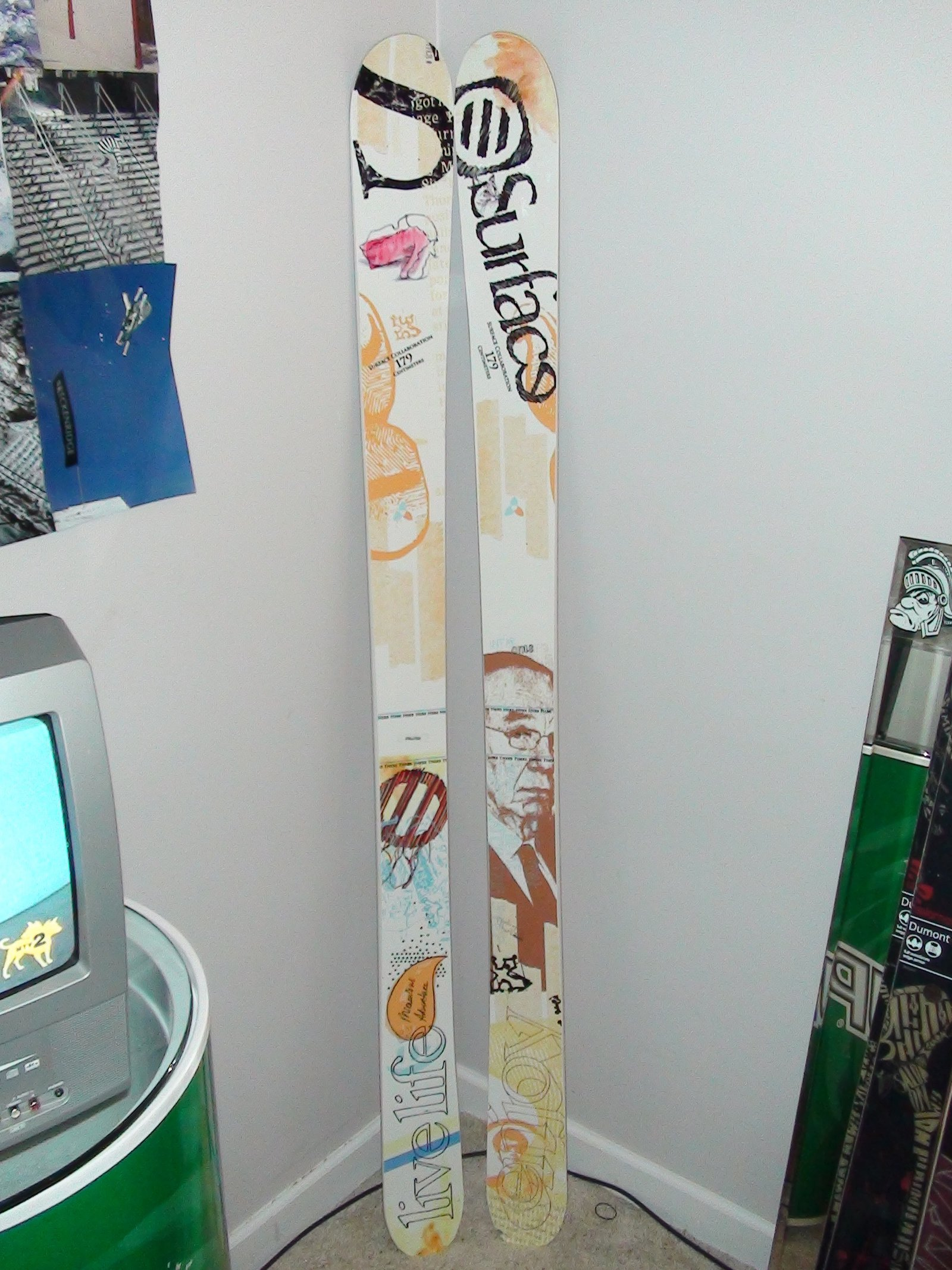 Brand New Surface (Live Life) 179cm skis 250$