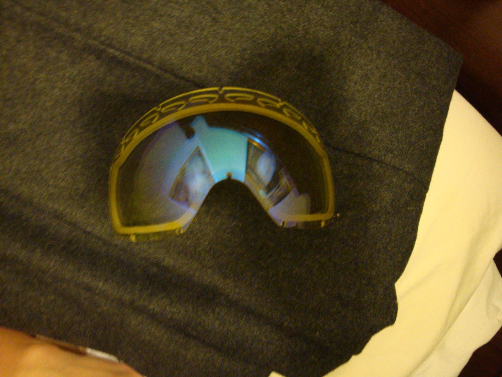 Crowbar lens
