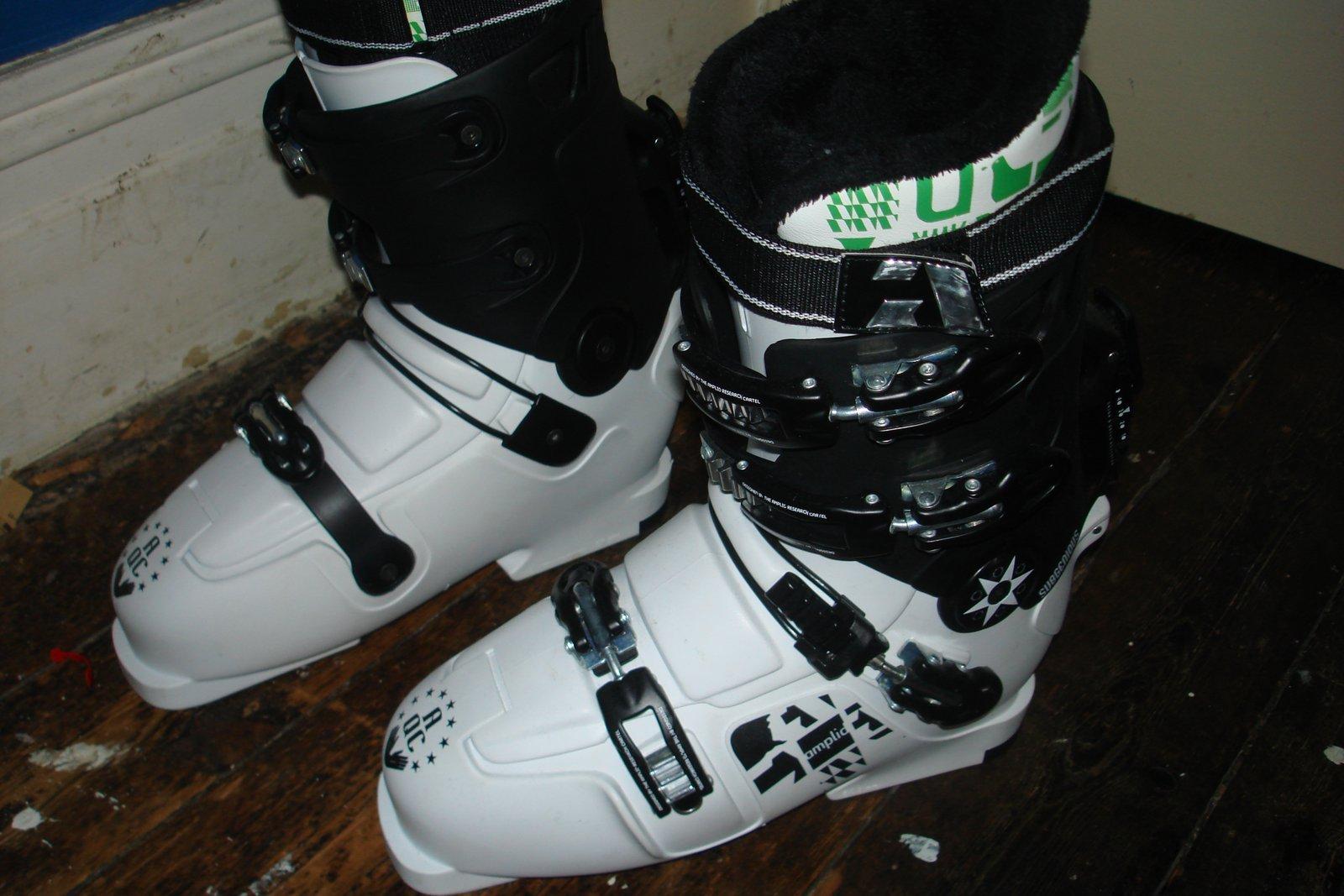 Amplid Subgenious Boots