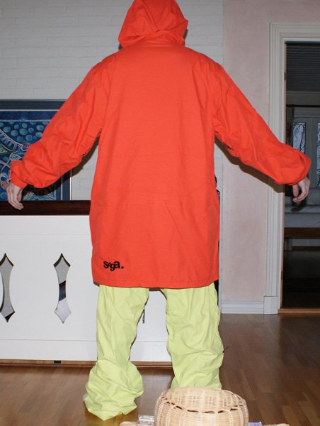 Saga suit back