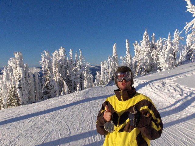 Thumbs up fo skiin...