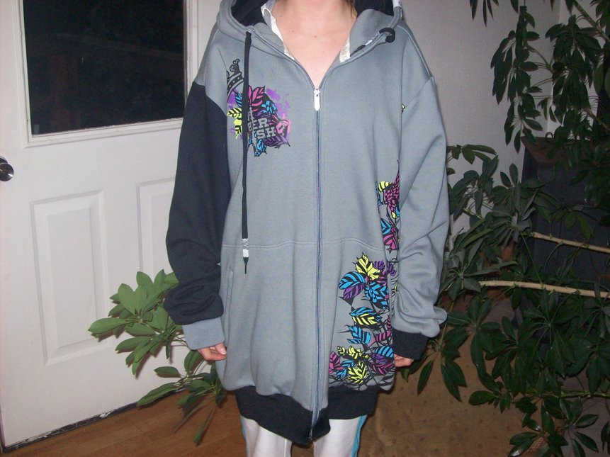 Electric Autumn xxl Model is 5'7""