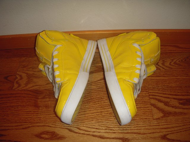 Yellow vaiders